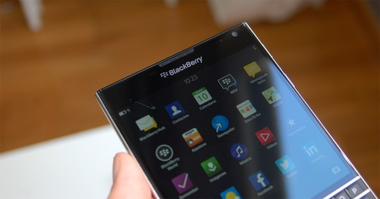 blackberry_passport_theblackbgadget_2